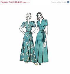 Vintage 1940s Scalloped Bodice Housecoat Robe Wrap by patternshop