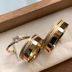 Dream Engagement Rings, Classic Engagement Rings, Wedding Rings Vintage, Diamond Wedding Rings, Ring Holder Wedding, Gold Ring Designs, Gold Rings Jewelry, Fashion Rings, Beautiful Rings