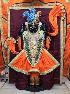 આજ સવારના રાજાધિરાજ દ્વારકાધીશના દર્શન દ્વારકા મંદિરથી Today Morning, Shree Dwarkadhish Darshan From Dwarka Temple Krishna Temple, Lord Krishna, Today Morning, Fairs And Festivals, Radha Rani, Krishna Photos, Indian Gods, Deities, Museum