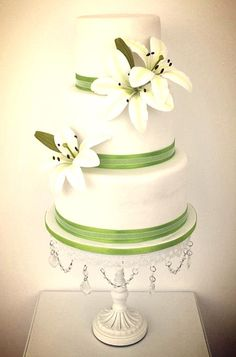 modern style wedding cake www.finditforweddings.com