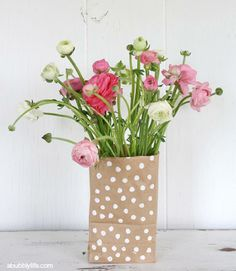 If your #mothersday bouquet is looking a little lackluster, simply dot a brown bag with white paint, let dry, and then slip it over that plain ol' vase for a sweet and simple presentation sure to put a smile on Mom's face!