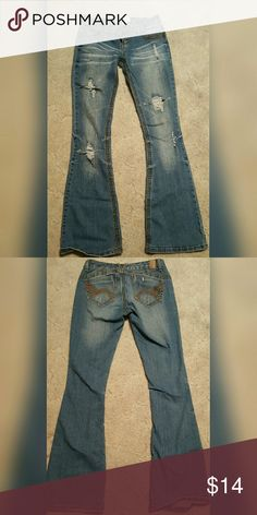Woman's jeans size 1/2 EUC woman's Maurices jeans, size 1/2. Very flattering fit! Maurices Pants Boot Cut & Flare