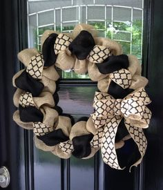 Black and Natural Moroccan Burlap Wreath 22 inch for front door or accent - outdoor or indoor --- I don't like many wreaths but this is adorable! Burlap Projects, Burlap Crafts, Wreath Crafts, Diy Wreath, Diy Projects, Wreath Ideas, Burlap Bows, Chevron Burlap Wreaths, Wreath Making