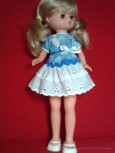 Vestido para Lesly de Famosa Nancy Doll, Girls Dresses, Flower Girl Dresses, Doll Clothes, Harajuku, Dolls, Wedding Dresses, Accessories, Style