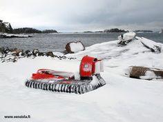 Marli II Arctic -ilmatyynyalus sulan veden rajalla Pellingin saaristossa