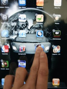 Super great tips! iTips: Apple iPad Quick Tips, Tricks & Tutorials Apple Smartphone, Apple Ipad 1, Susa, Simple Wallpapers, Music App, Apple Products, Ipad Pro, Helpful Hints, Iphone Cases