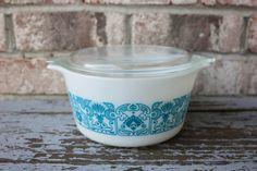 Vintage Horizon Blue PYREX casserole dish with lid 1QT.
