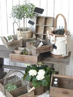 .Primitive Outdoor Decorating