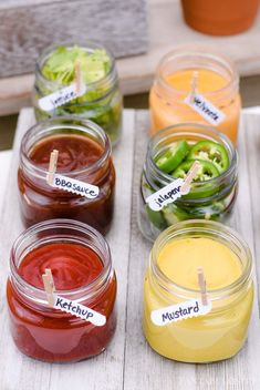 Hot Dog Bar Toppings in mason jars - Project Parade - Party Bbq Party Menu, Snacks Für Party, Bbq Food Ideas Party, Burger Bar Party, Party Food Bars, Sandwich Bar, Cookout Food, Parties Food, Party Buffet