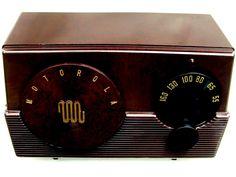Motorola Deco Bakelite radio factory original gorgeous restored compact m-52R !
