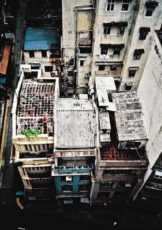 The urban building, a dense rustic area. Landscape Plans, Urban Landscape, Urban Fabric, Urban Nature, Urban Setting, Urban City, Urban Photography, Urban Decay, Urban Design