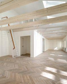 Neuer alter Westen - Historisches Gebäudeensemble in Berlin ausgebaut Garage Doors, Loft, Bed, Outdoor Decor, Berlin, Furniture, Home Decor, Architecture, Decoration Home