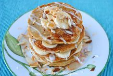 Coconut Banana Pancakes packed with natural protein & under 300 cals! Breakfast Cake, Paleo Breakfast, Breakfast Recipes, Happy Pancakes, Banana Pancakes, Banana Coconut, Coconut Flour, High Fiber Breakfast, Wine Recipes