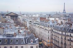 Rooftop view over Paris /// Take the escalators to the top floor of Printemps Haussmann for a 360° view over Paris, 100% free and without standing in line /// 64, boulevard Haussmann /// 75009 Paris