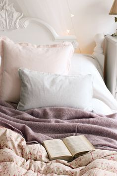The French Bedroom Company Blog meets Tamsyn Morgans of The Villa on Mount Pleasant interior blog. We chat all things pastel colours, shabby chic home, getting great instagram pictures, living in a vintage dream home and more.