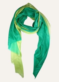 We love the lime ombre tones in this souffle scarf by Ezma. Made from ultrafine Alashan cashmere. Light as air & super warm. Perfect for the plane.