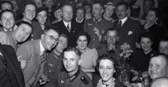1940. The German military commander of Amsterdam major Brückner (in the forground, center) with his staff at the Duitsche Huis after the release of interned Germans. Photo Spaarnestad. #amsterdam #worldwar2 #brückner