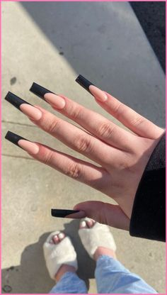 Black french tip acrylic nails Long French Tip Nails, French Tip Acrylic Nails, Acrylic Nails Coffin Short, Best Acrylic Nails, French Tip Toes, Long Black Nails, Black French Nails, French Acrylics, Long Square Nails
