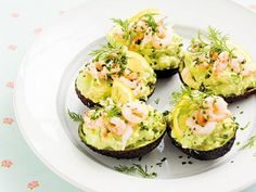 How beautiful are these, shrimp and avocado scramble in avocado shells Veggie Recipes, Healthy Recipes, Lchf, Food Porn, Scandinavian Food, Swedish Recipes, Mindful Eating, Summer Recipes, Food Inspiration