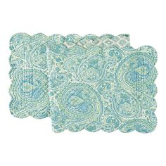 Create a charming tablescape for your family brunch or dinner soiree with this eye-catching design.   Product: Table runner