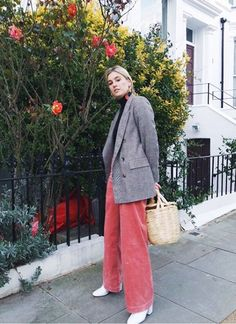 Plaid and Pink corduroy pants Fashion Girls Are Swapping Jeans for These Unlikely Trousers via Fashion 101, Fashion Tips For Women, Fashion Advice, Look Fashion, Urban Fashion, Teen Fashion, Latest Fashion Trends, Fashion Outfits, Womens Fashion