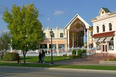 Mackinaw Crossings Largest entertainment, restaurant and shopping attraction in Northern Michigan