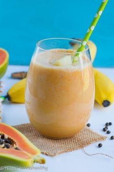 Papaya and pineapple smoothie - a simple, quick and incredibly tasty dairy free thick smoothie that's made with coconut milk. Papaya Banana Smoothie, Flaxseed Smoothie, Juice Smoothie, Smoothie Bowl, Pineapple Smoothies, Smoothie King, Smoothie Detox, Papaya Recipes, Pineapple Recipes