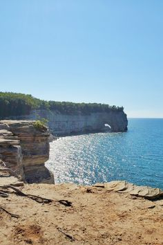 best hikes in pictured rocks. michigan hiking trails. things to do in michigan. upper peninsula, up north. midwest road trip. lake superior. national park vacation. pictured rocks national lakeshore. great lakes vacation. adventure vacation ideas. summer road trip. usa travel destinations. united states. america. Michigan Vacations, Michigan Travel, Backpacking Trails, Hiking Trails, States America, United States, North Country Trail, Pictured Rocks National Lakeshore, Indiana Dunes