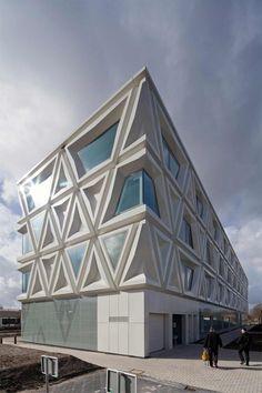 Laboratory for Infectious Diseases. Van Swietenlaan, Groningen. The Netherlands. Architect: bureau DeZwarteHond, Groningen. The Netherlands.