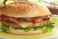 ¡Una hamburguesa nutritiva, saludable y casera! No aumentes ni un solo kilo. ¡Únete a nuestra comunidad! Hamburger, Recetas Light, Chicken, Ethnic Recipes, Food, Burritos, California, Drinks, Healthy Hamburger