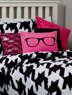 'big girl' bed pillows {pink, black, white} I prefer with lime green, black  or white or purple.