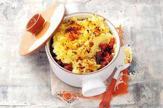 Van de mediterrane smaken in deze ovenschotel krijg je een zonnig gevoel. Zelfs op een ijzig koude winterdag - Recept - Ovenschotel met zuurkool en shoarma - Allerhande Dutch Kitchen, 20 Min, Fabulous Foods, Tasty Dishes, Quick Easy Meals, Food Inspiration, Macaroni And Cheese, Food To Make, Foodies