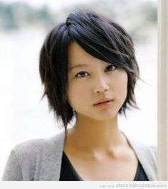 I always love this kind of hairstyle.  I also love this actress, Maki Horikita.