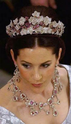 Sua Altezza Reale Principessa Ereditaria Mary di Danimarca, Contessa di Monpezat, nata Miss Donaldson (1972)