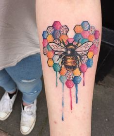Watercolor bee tattoo on sleeve - 75 Cute Bee Tattoo Ideas Insect Tattoo, Bug Tattoo, Dot Work Tattoo, Male Tattoo, Bumble Bee Tattoo, Honey Bee Tattoo, Queen Bee Tattoo, Aquarell Tattoos, Tattoo Designs
