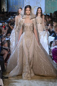 Elie Saab Couture - She could take things up a notch with this dramatic hooded cape turned cathedral train. No one does dresses like Elie Saab, and wedding gowns are no exception. Elie Saab Couture, Haute Couture Gowns, Couture Dresses Gowns, Haute Couture Paris, Paris Dresses, Royal Dresses, Robes Elie Saab, Runway Fashion, Fashion Show