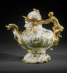 Bule de chá em porcelana dura. Fabricado na Alemanha em 1725. Atualmente no Museu Metropolitano.