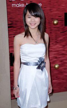 Wenwen Han at the 2010 Karate Kid premier Karate Kid Actor, Karate Girl, Cut Her Hair, Jackie Chan, Hollywood Celebrities, Asian Beauty, Strapless Dress, Actors, Actresses