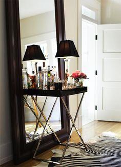 Hoy, queremos proponerte una idea sencilla, pero muy efectiva si cuentas en casa con una zona de paso excesivamente pequeña o estrecha.