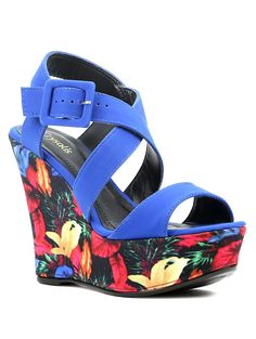Compre online: http://www.lojaspompeia.com/sandalia-feminina-feminino-crysalis-azul-1/p