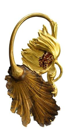 Dying Poppy Brooch by Rene Lalique, 1900 #jewelry #antique