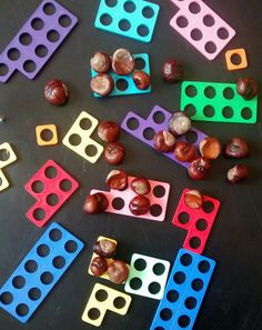 Tuff spot - invitation to explore number with conkers and numicon. Numicon Activities, Nursery Activities, Preschool Activities, Maths Eyfs, Eyfs Classroom, Outdoor Classroom, Classroom Ideas, Early Years Maths, Early Math