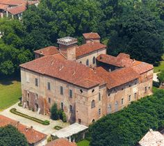 Castello Sannazzaro in Alessandria. Would love to stay here.