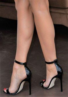 I'm a guy with a little love for woman in sexy heels. Feel free to text me or maybe submit :) i write back! Hot Heels, Sexy High Heels, Beautiful High Heels, Black Heels, Ankle Strap Heels, Strappy Heels, Pumps Heels, Stiletto Heels, Heeled Sandals