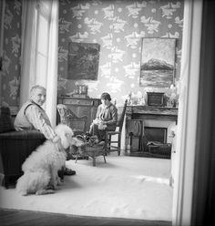 Gertrude Stein and Alice B. Toklas in wallpapered room, 1938; photograph by Sir Cecil Beaton