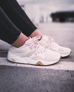 Trendy Sneakers 2018 : Sneakers femme Puma Blaze Of Glory x Careaux (objctve) Dress With Sneakers, Best Sneakers, Sneakers Fashion, Shoes Sneakers, Women's Sneakers, Women's Shoes, Reebok, Sneaker Outfits Women, Basket A Talon