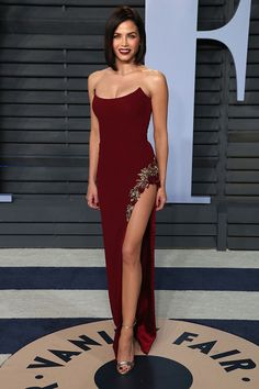 """Jenna Dewan-Tatum from 2018 Vanity Fair Oscars After-Party """"Vanity Fair ya never disappoint,"""" the World of Dance host t. Jenna Dewan, Vanity Fair, A Line Prom Dresses, Evening Dresses, Formal Dresses, Queen Dress, Dress Up, Stylish Dresses, Fashion Dresses"""