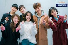 Good vibes emanate from the scriptreading stills for the upcoming Korean sitcom 'Laughter in Waikiki'. In February we will get to experiance the laughter in Waikiki ourselves. Jung In, Kim Jung, Web Drama, Drama Film, Chang Min, Drama Korea, Kpop, Korean Actors, Korean Dramas