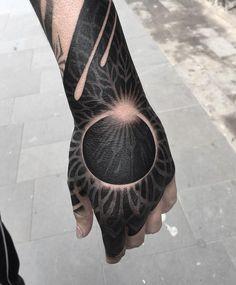 Search inspiration for a Blackwork tattoo. Hand Tattoos, Unique Tattoos, Beautiful Tattoos, Body Art Tattoos, Sleeve Tattoos, Tattoo P, Dark Tattoo, Tatuagem Trash Polka, Eclipse Tattoo