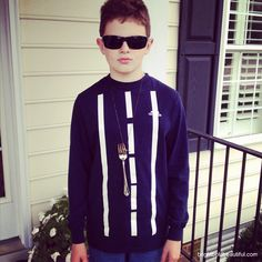 Fork in the road . 25 Super Last-Minute Halloween Costumes That Will Blow People's Minds - Fulviodvr Quick Easy Halloween Costumes, Teen Boy Halloween Costume, Teen Boy Costumes, Hallowen Costume, Diy Halloween Costumes For Kids, Costume Ideas, Halloween Ideas, Pun Costumes, Couple Costumes